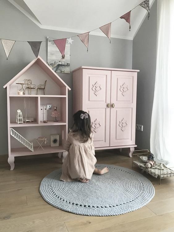 Lily, stor rosa dockhus i trä