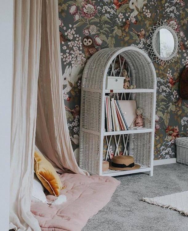 Lilu, stor vit bokhylla till banrummet