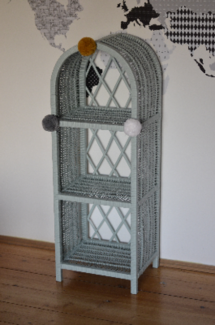 Lilu, liten dusty mint bokhylla till barnrummet