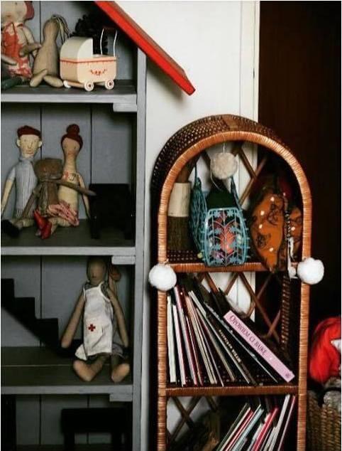Lilu, liten natur bokhylla till barnrummet