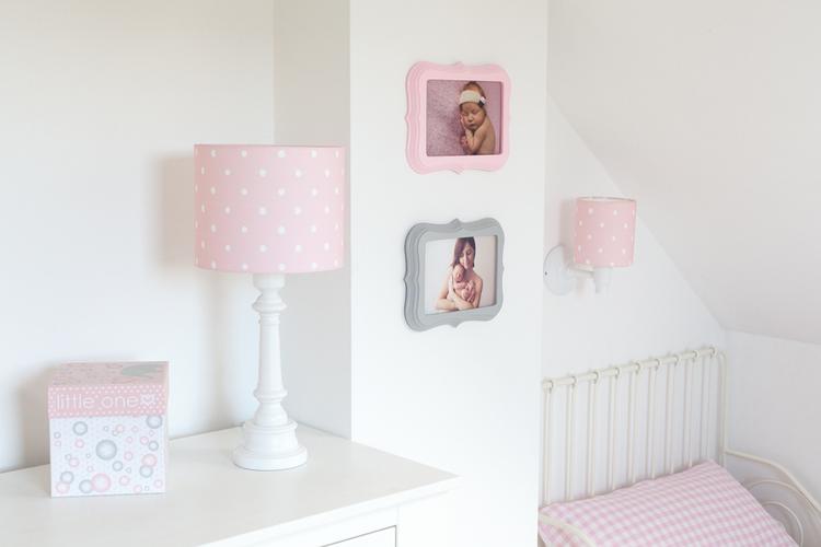 Bordslampa till barnrummet , dots pink