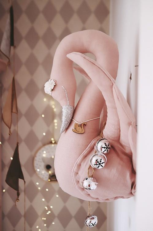 Rosa svan av linne, väggdekoration