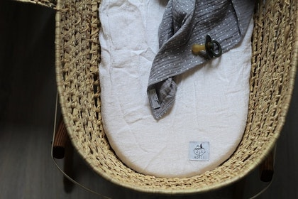 Dra-på-lakan vagn/vagga av linne, vit