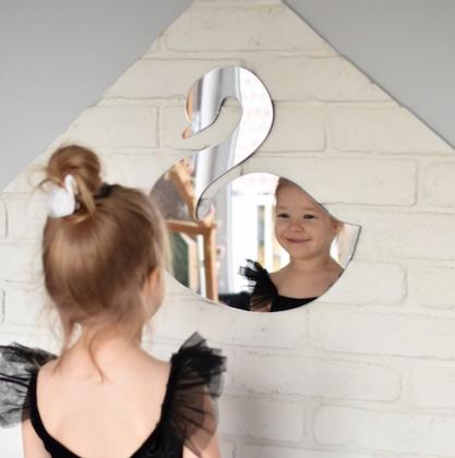 Spegel svan till barnrummet