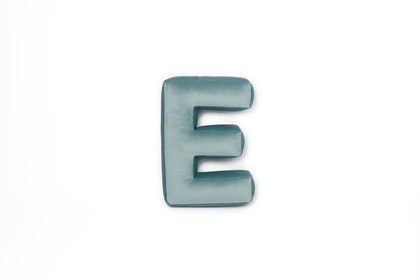 Bokstavskudde i sammet - Bokstav E