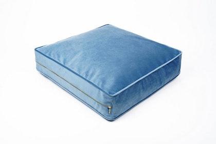 Blå rektangulär sittpuff i sammet