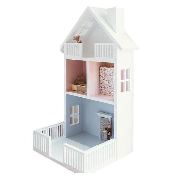 Stort dockhus handbyggt i trä