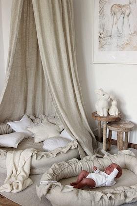 Nature/beige sänghimmel av linne till barnrummet med ljusslinga , Cotton&Sweets