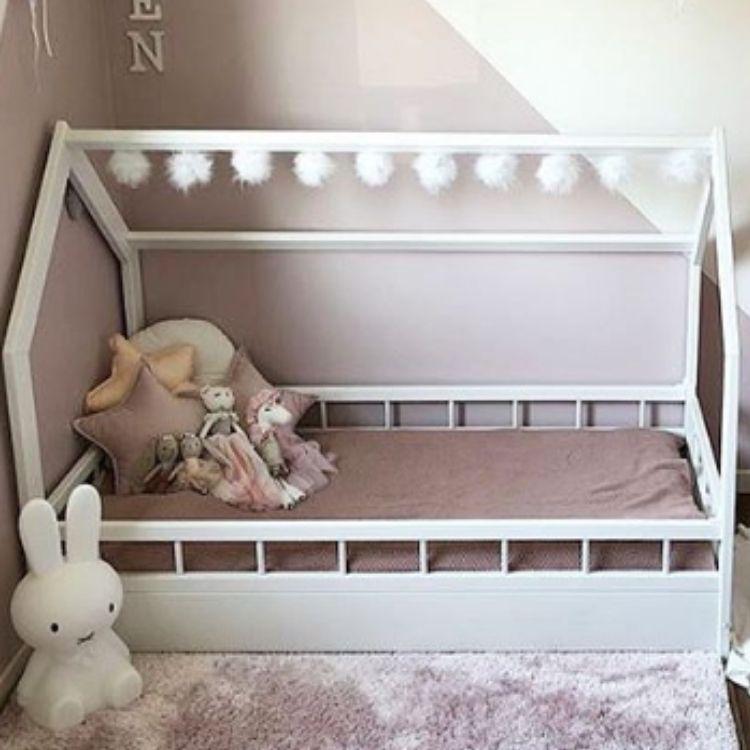 Vit hussäng med skydd 80x160 till barnrummet