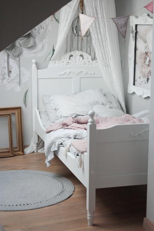 Gammaldags antik vit säng 90x200