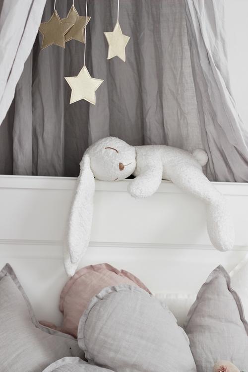 Sängmobil puderrosa måne med guld stjärnor, Cotton & Sweets