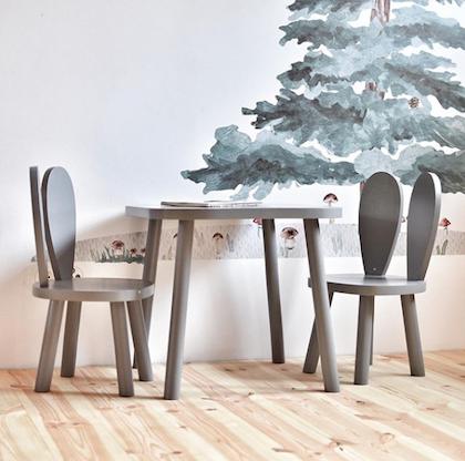 Mörkgrå möbelset för barn, två kaninstolar och bord