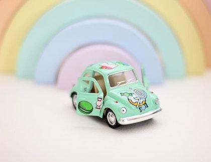 Leksaksbil stor Volkswagen Classic Beetle candy mint