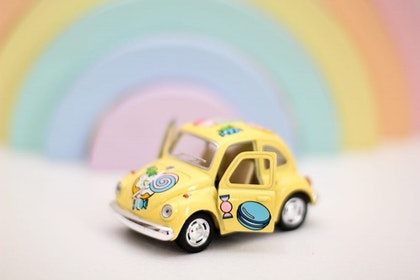 Leksaksbil stor Volkswagen Classic Beetle candy gul