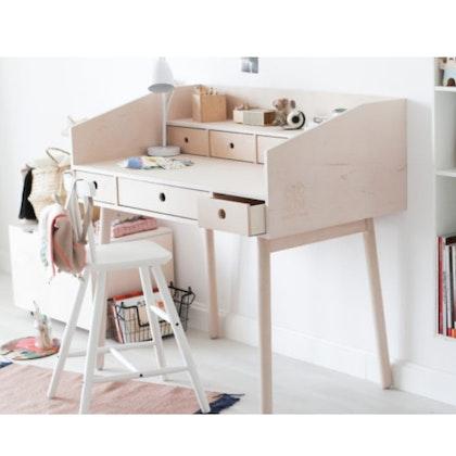 Skrivbord med lådor, river