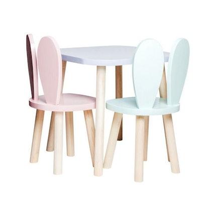 Möbelset för barn, två kaninstolar och bord