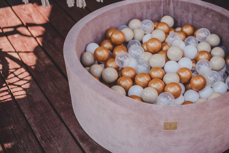 Meow, beige velvet bollhav med 250 bollar, teddy