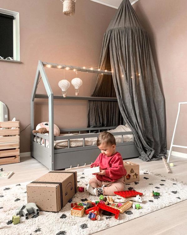 Grå hussäng med skydd 80x160 till barnrummet