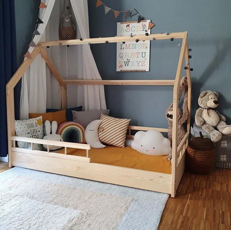 Hussäng till barnrummet med säkerhetsskena