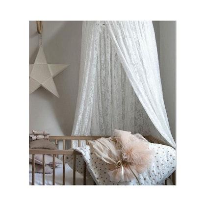 Vit spets sänghimmel