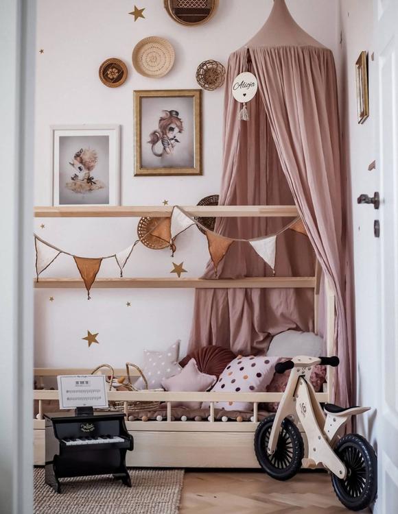 Natur hussäng med skydd till barnrummet