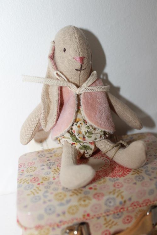 Micro Bunny Light Girl med Väst MAILEG