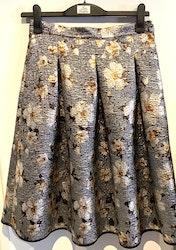 Veckad kjol
