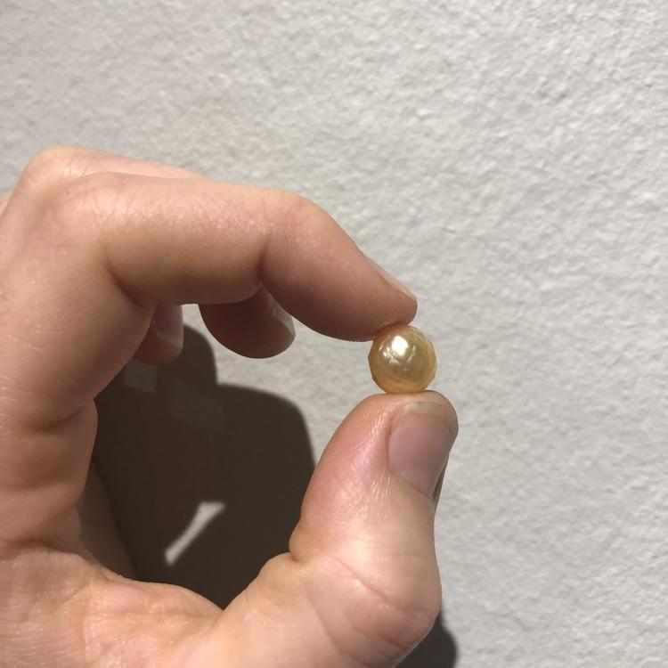 HALSBAND- Golden facetterad pärla