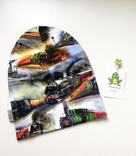 Extrabaggy mössa i tyget Tåg, ekotyg med GOTS-certifiering