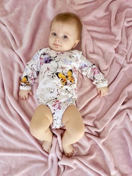 Babyset Mellan - body i Fjärilar Vit, livebild (tyget slut)