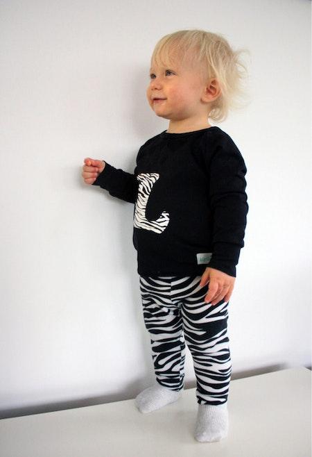 Bokstavströja - t-shirt med vinyltryck i zebra, livebild