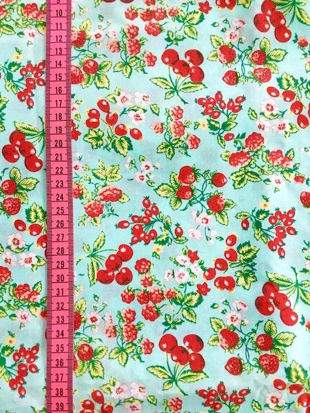 Solhatt/Beppehatt - tyg med jordgubbar, hallon, vinbär mm