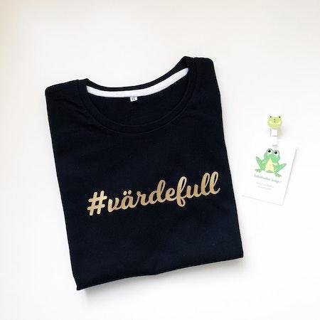 T-shirt svart med hashtag nr 5, guldvinyl