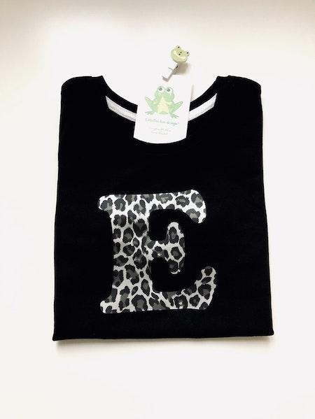 Bokstavströja - T-shirt med bokstav i leopard silvermetallic
