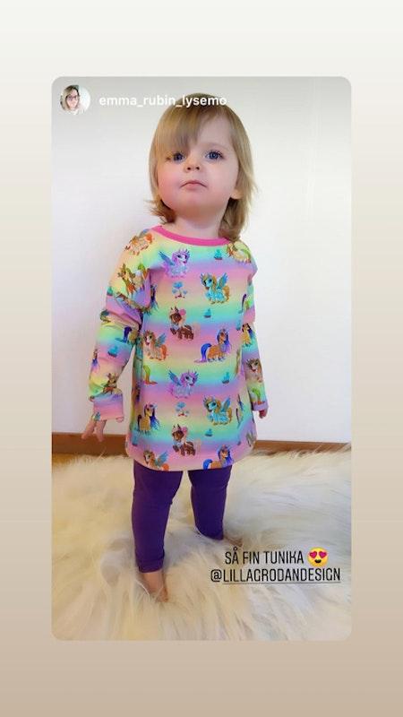 Tunika Enhörningar Regnbågsfärg, mudd cerise - livebild (tyget slut)