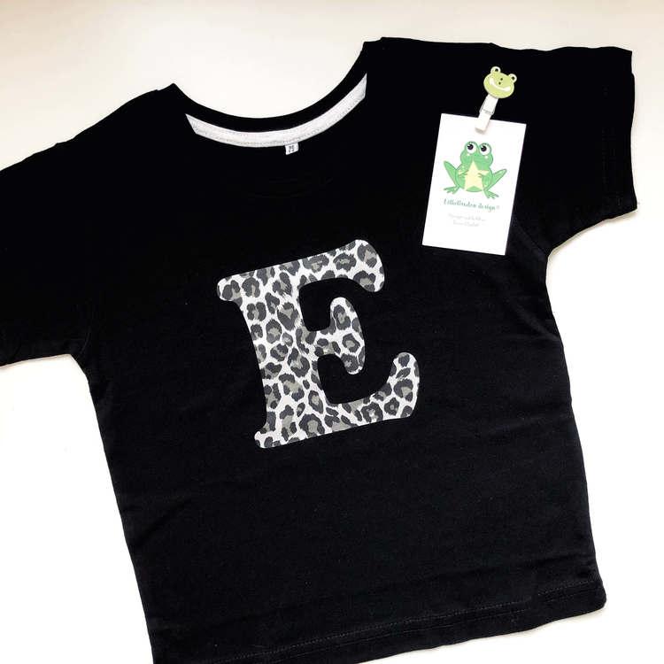 T-shirt med bokstav, strl 1-2 år (ca 86/92)