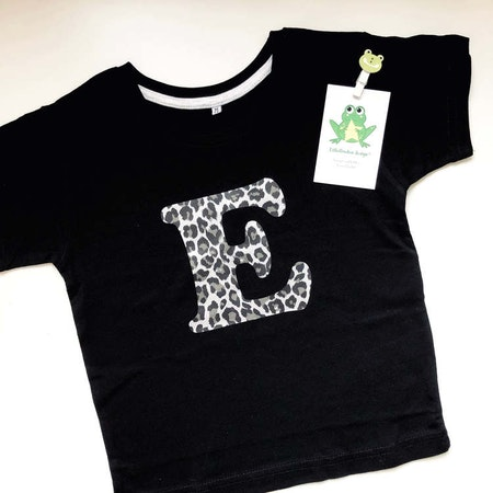 T-shirt i svart med bokstav i leopardvinyl Silver Metallic