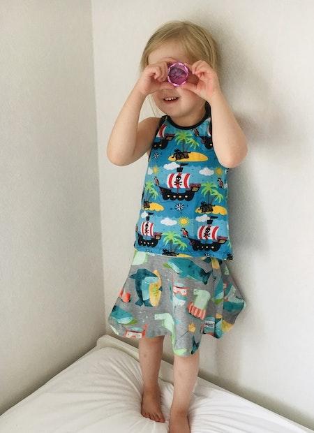 Klockad kjol i tyg Hajar med midjemudd i Mintblått - livebild