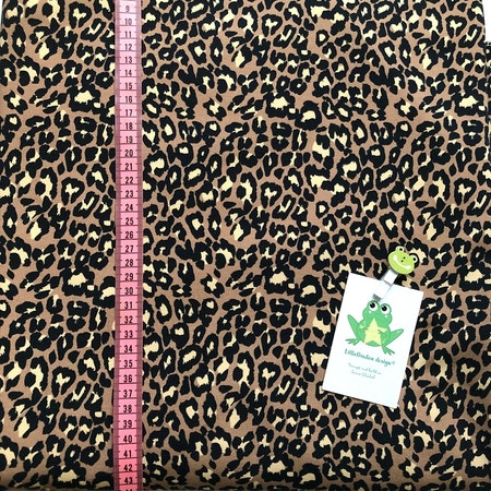 Tyg till baggymössa - Leopard, Nougat #627-C, collegetrikå