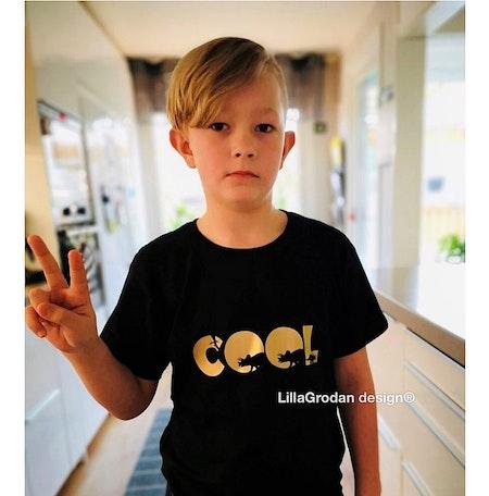 T-shirt Egen text, Svart med guldvinyl, textstil 7