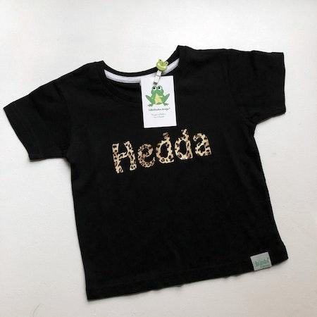T-shirt Egen text, Svart med leopardvinyl, textstil 5