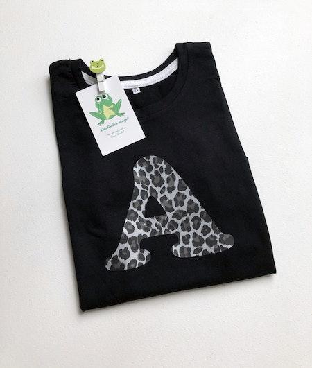 Tshirts med bokstav A, vinyl Leopard Silvermetallic, typsnitt 1