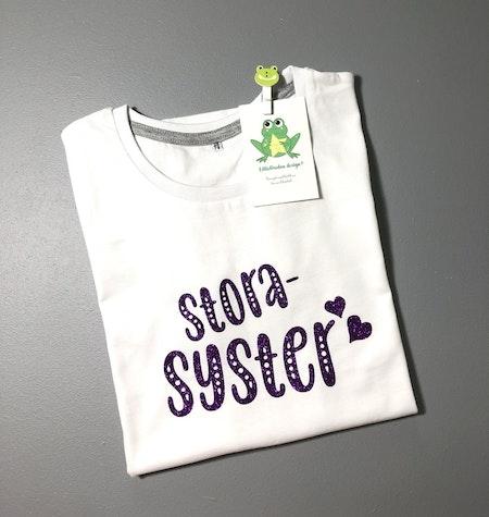 T-shirt Storasyster, vit med Glitter Mörklila