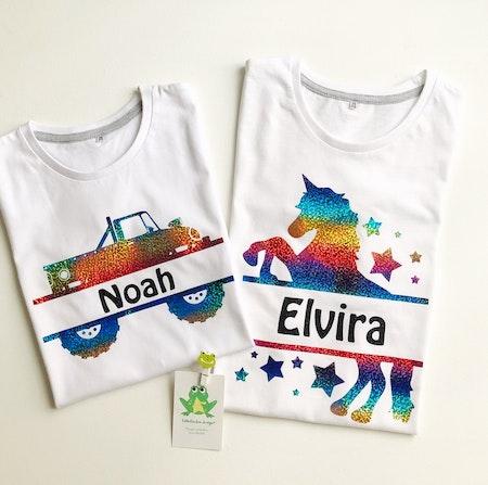 T-shirt Monogram vit, motiv 4 och 2 Multiskimmer, namn stil 5, svart