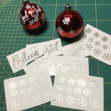 Snöflingor, textdekaler till julgranskulor