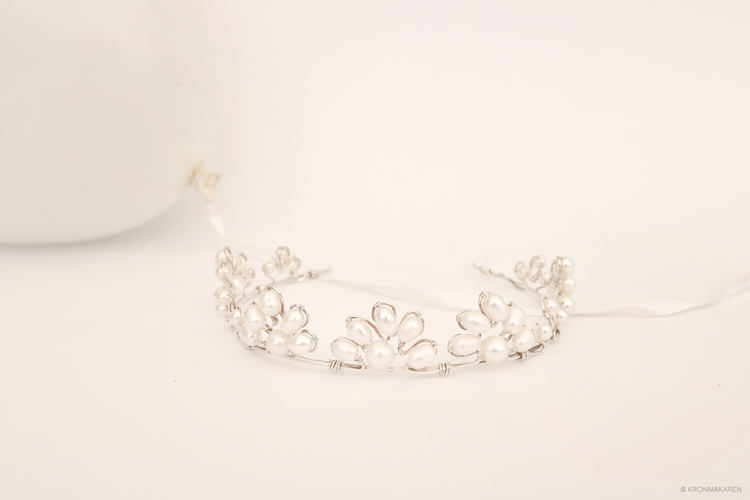 TIARA/DIADEM - PEARLS ARE FOREVER