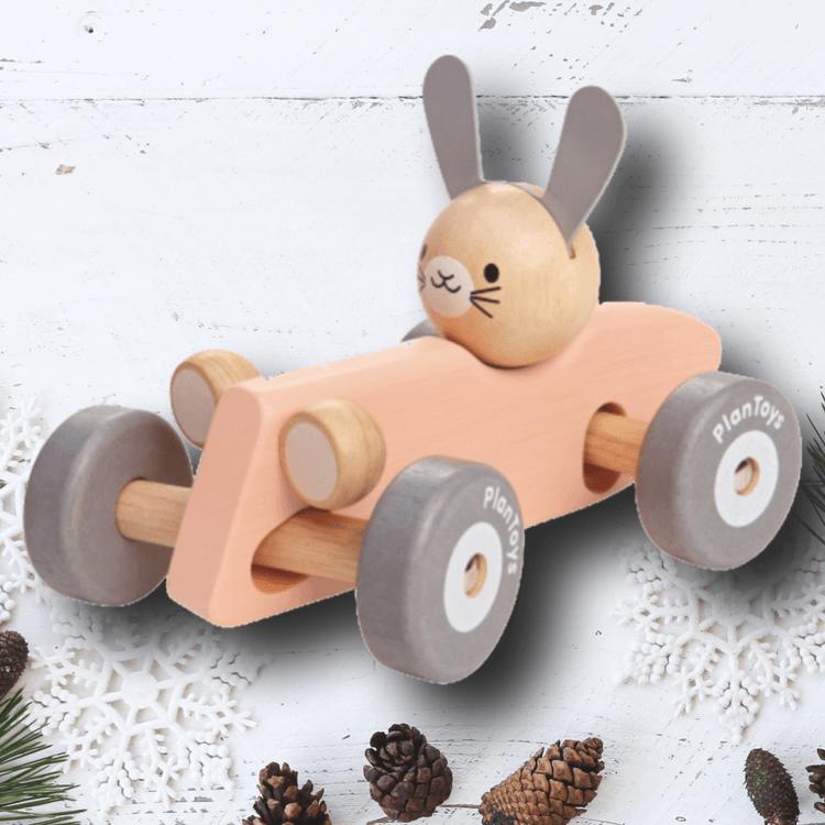 Ekologiska leksaker - Kanin i snabb sportbil från PlanToys