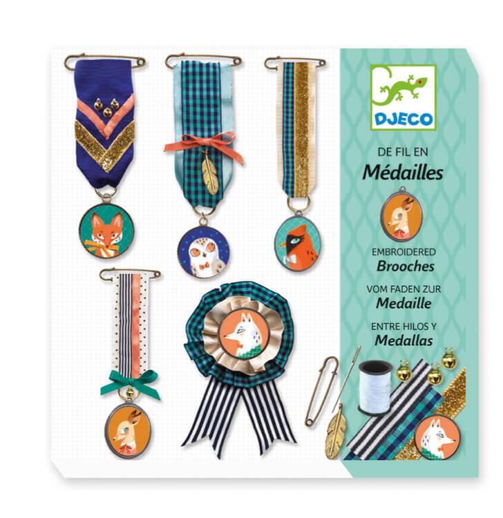 Skapa fina medaljer (Sewing, Brooches) från Djeco *