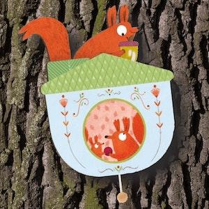 Vägghängd speldosa (Wall musical box, Squirrels) från Djeco
