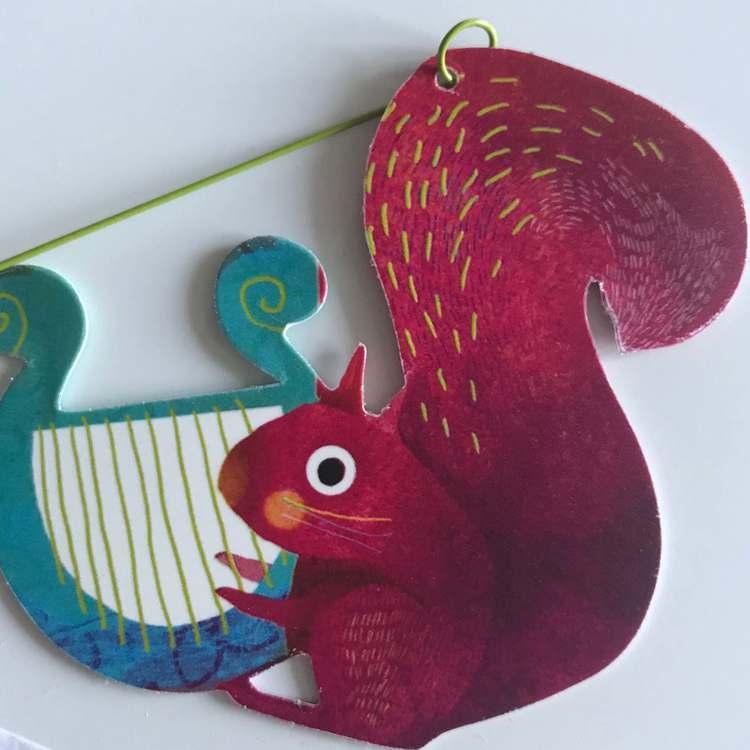 Härlig mobil med djurparad (Carneval of animals) från Djeco - Ekorre